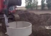Unsafe excavator load lifting